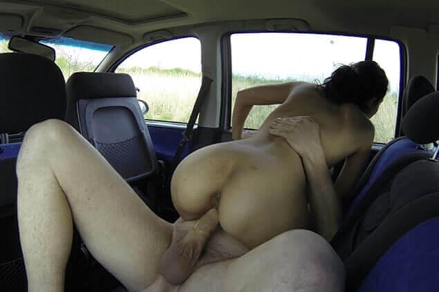 Geiler Ausschnitt aus privatem Huren Sexvideo vom Ficken im Auto mit einer heissen Tschechin