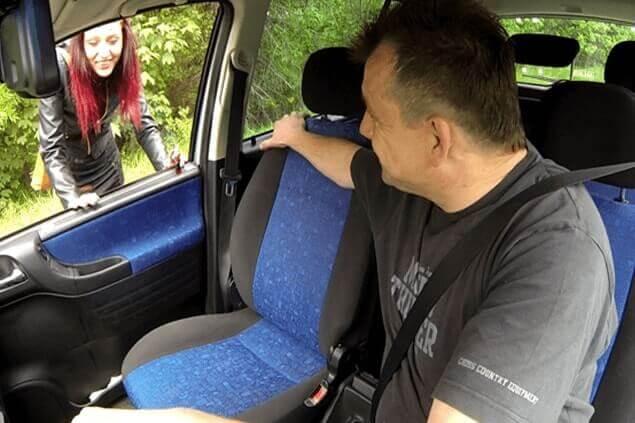 Junge Straßenhure aus Wien schamlos abgeschleppt